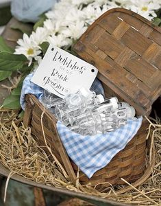 Picnic basket bubble holder for country wedding rustic Country Picnic, Picnic Style, Country Farmhouse, Country Living, Trendy Wedding, Rustic Wedding, Our Wedding, Wedding Ideas, Summer Wedding