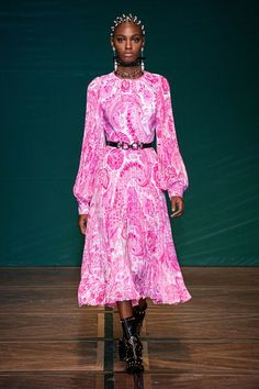 Fashion 2020, Runway Fashion, Spring Fashion, Paris Fashion, Alexander Mcqueen, Mode Rose, Vogue Paris, Fashion Show Collection, Mannequins