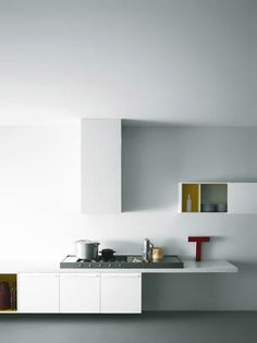 Minimalist kitchen by Elisa Ossino