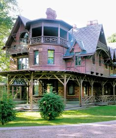 The Mark Twain House & Museum is located in Hartford, Connecticut. Mark Twain (Samuel Clemens) had the house built in the area affectionately known as Nook . Mark Twain, Haunted Places, Abandoned Places, Scary Places, Real Haunted Houses, Abandoned Buildings, Foyers, Rhode Island, New Hampshire