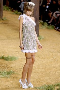 Chanel Spring 2010 Ready-to-Wear Collection Slideshow on Style.com