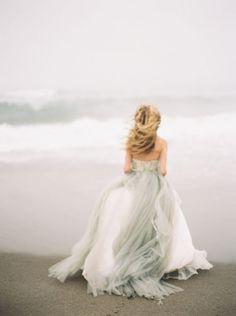 "Elizabeth Dye ""Halo"" gown Grey wedding dress inspiration : Wedding Sparrow Greer Gattuso Photography For some reason I find this magical. Bridal Gowns, Wedding Gowns, Grey Wedding Dresses, Tulle Wedding, Bridesmaid Dresses, Boho, Dream Wedding, Wedding Day, Wedding Things"