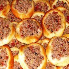 Esfihas abertas são deliciosas! As caseiras então ficam ainda mais saborosas! Que tal experimentar essa receita ?  http://cakepot.com.br/esfihas-abertas/