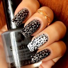 """""""Gray, black & white"""" Lealac plate B from @Llarowe Seche nail lacquer """"nouveau"""" from @secheph Double stamping"""