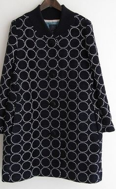 Can't get enough of those circle motifs. Japanese Fashion Designers, Fabric Embellishment, Batik Fashion, Shabby Look, Embroidery On Clothes, Inspiration Mode, Textiles, Fashion Outfits, Womens Fashion