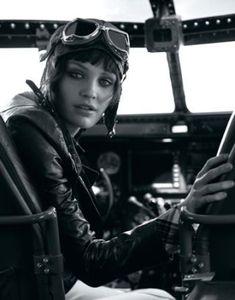 aviation pin up girl . Mode Steampunk, Steampunk Fashion, Gothic Steampunk, Steampunk Clothing, Victorian Gothic, Gothic Lolita, Gothic Fashion, Female Pilot, Amelia Earhart