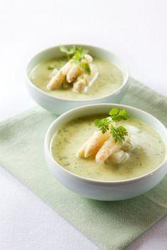 Food & Styling: recept en foto voor een heerlijke en lente getinte romige soep op basis van asperges en rucola