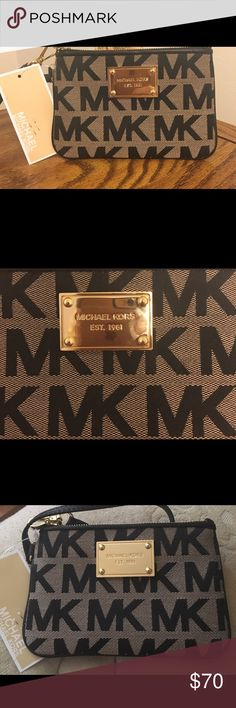 """NWT Michael Kors black & beige wristlet NWT Michael Kors black & beige wristlet with black leather trim & gold hardware on the front of purse.  Measures 6"""" in length & 4"""" in height- perfect for any occasion!! Michael Kors Bags"""