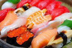 Thiên đường ẩm thực Nhật Bản được biết đến là thiên đường cho khách mê ăn uống bởi nền ẩm thực vừa tinh tế, đa dạng, vừa hấp dẫn, với sushi, tonkatsu, mì ramen hay các món kem trà xanh...