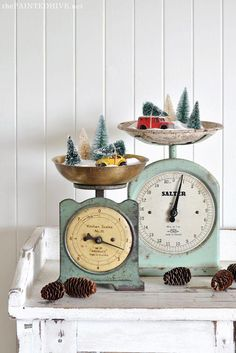 🌟Tante S!fr@ loves this📌🌟Vintage Christmas Scale Decorating - 🌟Tante S!fr@ loves this📌🌟Vintage Christmas Scale Decorating - Primitive Christmas, Farmhouse Christmas Decor, Christmas Kitchen, Noel Christmas, Country Christmas, Christmas Projects, Winter Christmas, Christmas 2019, Christmas Ornaments