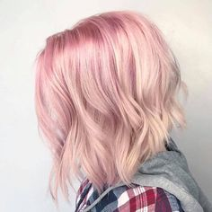 A Pink Hair Coloring Comprehensive Guide to getting that light pastel pink hair dye transform into a stunningly beautiful ombre pink hair styles and types. Pink Hair Streaks, Pink Blonde Hair, Pink Hair Dye, Pastel Pink Hair, Hair Color Pink, Pale Pink, Creative Hair Color, Dying Your Hair, Hair Colors