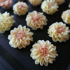 Dahlia Butter Cream Flowers