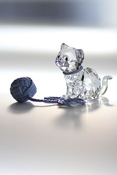 Swarovski Sitting Kitten w/Blue Ball of Yarn. Swarovski Crystal Figurines, Swarovski Crystals, Bling Bling, Lila Baby, Glass Figurines, Glass Animals, Crystal Collection, Glass Ornaments, Skater Girls