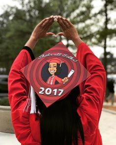 75 Creative Ways to Decorate Your Graduation Cap Creative grad caps are one of the most entertaining parts of graduation. Here are 75 creative ways to decorate your own. Funny Graduation Caps, College Graduation Pictures, Graduation Cap Toppers, Graduation Cap Designs, Graduation Cap Decoration, Graduation Ideas, Senior Quotes High School Graduation, Decorated Graduation Caps, Graduation Hats