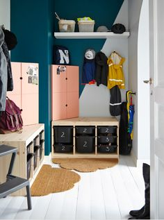 How to make a perfect entrance. Lockers aren't just for school. In fact, they're one of our best tips for keeping your entrance organised.