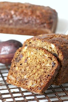 & Date Nut Bread Fig & Date Nut Bread packs a lot of nutrition and flavor into every bite. Great for breakfast or afternoon snack.Fig & Date Nut Bread packs a lot of nutrition and flavor into every bite. Great for breakfast or afternoon snack. Fig Recipes, Baking Recipes, Cake Recipes, Dessert Recipes, Vegetable Recipes, Breakfast Bread Recipes, Quick Bread Recipes, Homemade Breakfast, Pear And Chocolate Cake