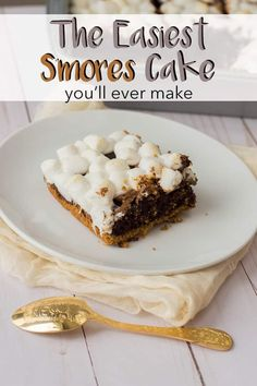 When you're not in the mood to set up a campfire, bring your s'mores dessert party indoors with this super delicious (and super easy!) chocolate s'mores cake recipe from a box mix. Easy Cake Recipes, Best Dessert Recipes, Delicious Desserts, Candy Recipes, Chocolate Chia Seed Pudding, Chocolate Cake Mixes, Party Desserts, Dessert Party, Dessert Ideas