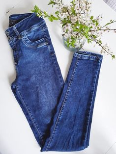 The perfect slim fit jeans with stretch and high waist....you'll gonna love them !