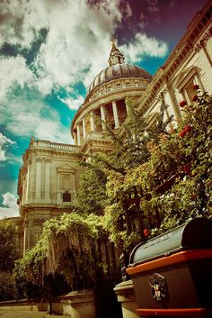 City of London St. Paul's where Princess Di got married