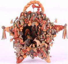 Hermoso nacimiento mexicano Holy Family, Mexican Folk Art, Tree Of Life, Sculpture Art, Vintage Christmas, Christmas Decorations, Xmas, Nativity Scenes, Pottery
