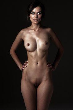 elisha cuthbert but nude