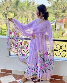 Dress Indian Style, Indian Fashion Dresses, Indian Designer Outfits, Indian Outfits, Designer Dresses, Punjabi Suits Designer Boutique, Punjabi Fashion, Designer Kurtis, Abaya Fashion