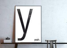 y - yeah Monogramm, Buchstabe Y, Typografie Poster Fineart Druck auf seiddenmattem 250 g/m² Premium-Papier. Lieferung ohne Rahmen. Das Poster wird nach deiner Bestellung frisch gedruckt