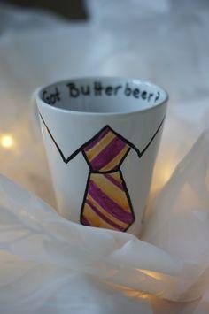 Zeige Allen auf der Welt, was für ein großer Harry-Potter-Fan Du bist! Ich entwerfe Dir deine individuell angefertigte Tasse für magische Teezeremonien oder Kaffeerituale.