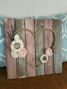 Arte Pallet, Pallet Art, Pallet Signs, Diy Pallet Gift Ideas, Home Crafts, Diy Home Decor, Arts And Crafts, Decor Crafts, Twine Crafts