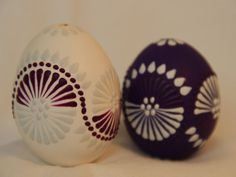Eastern Eggs, Made A Mano, About Easter, Egg Art, Egg Decorating, Rock Art, Art Projects, Wax, Gift Wrapping