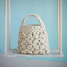 Macrame Bag, Closet Designs, Knitted Bags, Diy Gifts, Straw Bag, Basket, Shapes, Purses, Knitting