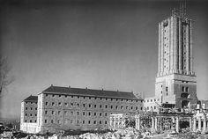 Obras de construcción de la Universidad Laboral de Gijón, en torno a 1950.
