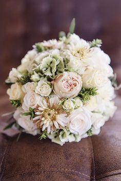 #brautstrauß #bouquet Elegante Gartenhochzeit mit Vintage Flair in zartem Pastell | Hochzeitsblog - The Little Wedding Corner