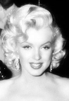 ❤ Marilyn Monroe ~*❥*~❤ she is soooooooooo beautiful!!!! I wish I could have been alive to meet her.... She is sooo amazing!