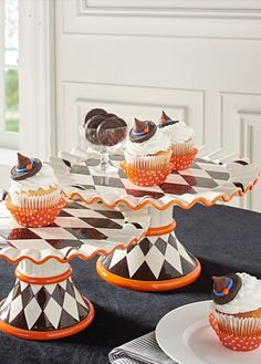 Even store-bought pumpkin pies taste—and look—better when served upon our stunning, Hailey Harlequin Cake Plate.