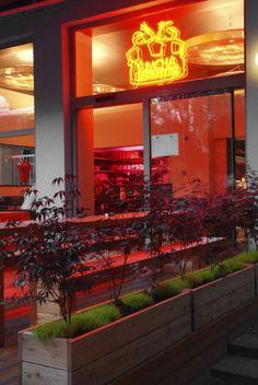 Yumcha Heroes  Weinbergsweg 8  D-10119 Berlin-Mitte  phone +49 30 76 21 30 35    Öffnungszeiten  täglich 12:00 - 24:00