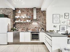 Кирпичная стена в интерьере кухни #кирпич #дизайн #интерьер #декор #тренды #стиль #стена #лофт #brick #wall #interior #design