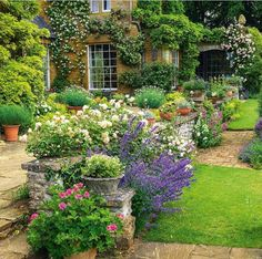Cottage Garden Ideas to Create Perfect Spot A cottage garden's greatest appeal is that it seems to lack any conscious design. But even a cottage garden needs to be controlled. Some of the most successful cottage gardens start with a… Continue Reading → Cottage Garden Design, Flower Garden Design, Backyard Cottage, English Garden Design, English Landscape Garden, Flowers In Garden, Floral Flowers, Small English Garden, English Flower Garden