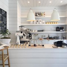 Bright white coffee shop & retail store in Florida called Outpost. Shiplap wall, marble countertop and all white everything. Bright white coffee shop & retail store in Florida called Outpost. Shiplap wall, marble countertop and all white everything. Table En Granit, Kaffee To Go, Art Café, Coffee Shops, Coffee Shop Bar, Coffee Shop Counter, Cute Coffee Shop, White Cafe, White Shop