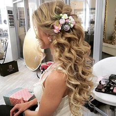 Elegant wedding hair, trendy wedding, long curly wedding hair, curly hairstyles for wedding Elegant Wedding Hair, Wedding Hair Flowers, Wedding Hair And Makeup, Flowers In Hair, Trendy Wedding, Perfect Wedding, Wedding Half Updo, Wedding Unique, Wedding Ideas