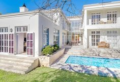 A secure and convenient lifestyle in Constantia for R9.95 million