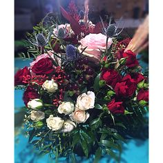 Burgundy and pink wedding centrepieces Pink Wedding Centerpieces, Christmas Wreaths, Floral Wreath, Burgundy, Holiday Decor, Home Decor, Decoration Home, Room Decor, Interior Design