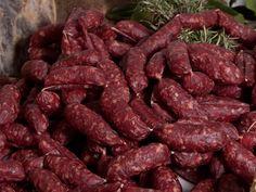SALSICCIA DI CINGHIALE - nasce dall' esigenza dei boscaioli di sfruttare tutto ciò che la natura offriva. Il cinghiale, diffuso nei boschi toscani, fa razzia di tutto e obbliga i contadini a cacciarlo. La carne del cinghiale viene trasformata in prosciutti, salami ma sopratutto in salsicce. Alla carne del cinghiale viene aggiunta quella del maiale e soprattutto il grasso visto che l' altra ne è carente. Le salsicce di cinghiale dalla forma molto stretta, di formato piccolo, viene fatta…