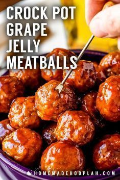 Crock Pot Grape Jelly Meatballs Tender meatballs slow cooked in a sweet chili sauce made with grape jelly and chili sauce Makes for a fun changeup of traditional cocktail meatballs and great for serving at parties and potlucks Grape Jelly Meatballs, Jelly Meatballs Crockpot, Sweet Meatballs, Tasty Meatballs, Frozen Meatball Recipes, Grape Recipes, Chili Sauce, Albondigas, Sweet Chili