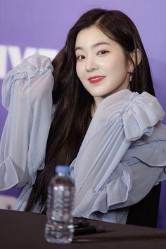 """D-Dayさんのツイート: @ V-Heartbeat Fansign 📸 Decdang """" Kpop Girl Groups, Korean Girl Groups, Kpop Girls, K Pop, Bae, Red Velvet Irene, Soyeon, Seulgi, Asian Girl"""