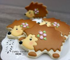 Hedge Hog Cookies For Katie 🤗 Fancy Cookies, Iced Cookies, Cute Cookies, Royal Icing Cookies, Yummy Cookies, Sugar Cookies, Hedgehog Cookies, Hedgehog Cake, Hedgehog Birthday