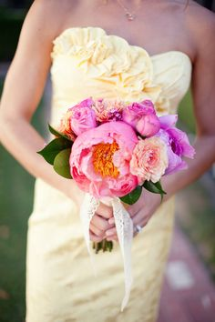 fluffy peony bouquet by Modern Bouquet // photo by Swoon by Katie
