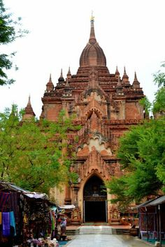 Geemiz has compiled the top 10 must visit temples and pagodas in Bagan, Myanmar. Bagan, Southeast Asia, Barcelona Cathedral, Buddha, Tourism, Temples, Architecture, Places, Travel
