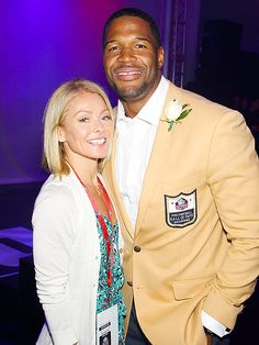 Michael Strahan Makes Emotional Speech at Pro Football Hall of Fame Induction here with Kelly Ripa. 2014