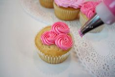 small rosettes on cupcakes